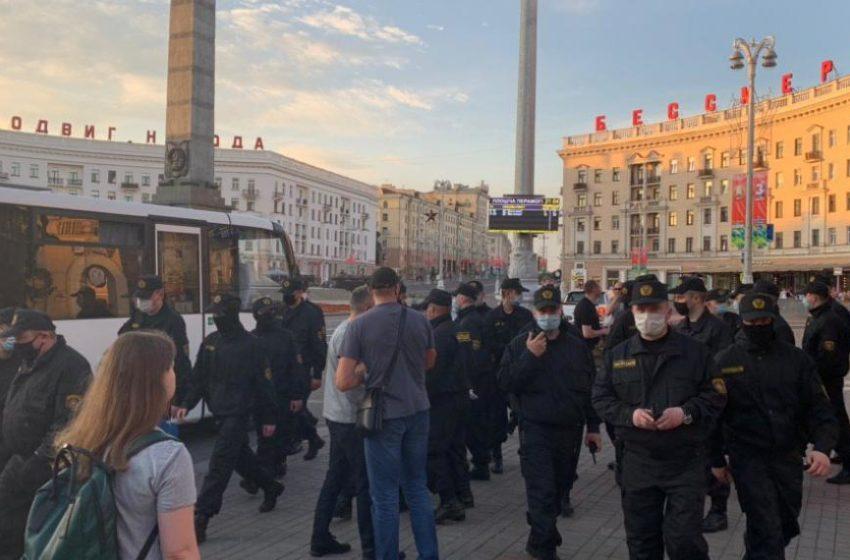 В Беларуси люди вышли на улицы. Цепь солидарности напугала власть