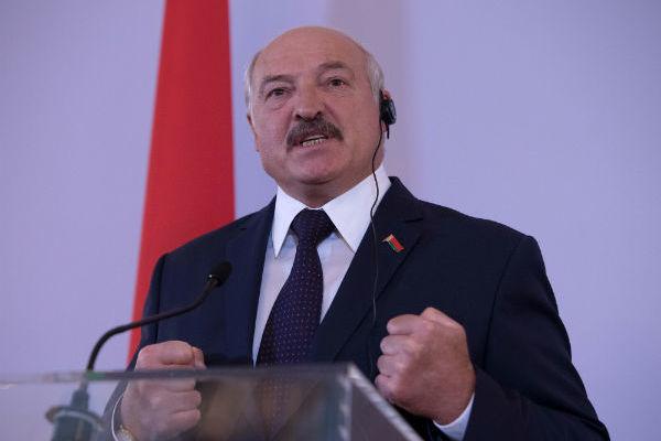 Лукашенко оппозиционерам: я не святой. Есть кто-то достойный, чтобы передать власть?