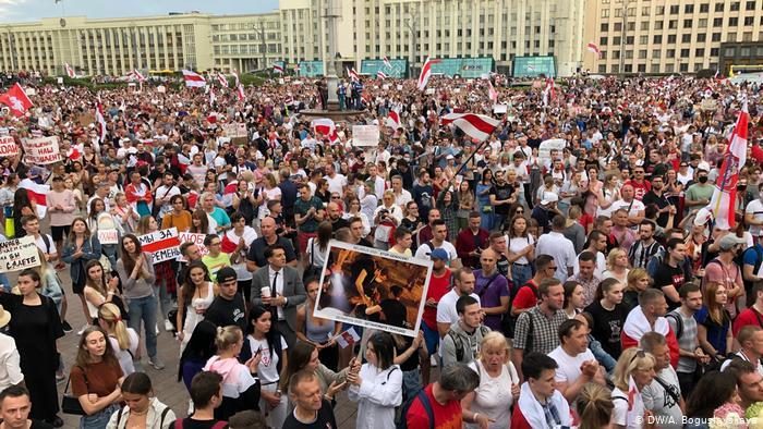 Невероятно! Сейчас даже «диктатор» Лукашенко не так противен людям, как оппозиционеры