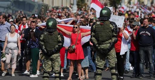 По-мирному не выходит. Как протесты в Минске почти переросли в столкновения и что из этого вышло