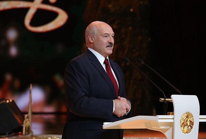 «Под елочкой» Зара, Михайлов и Сюткин: как Лукашенко встретил Старый Новый год