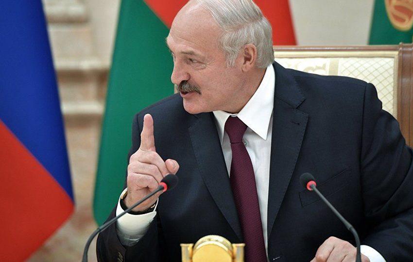 Потеряете все. Лукашенко угрожает белорусам