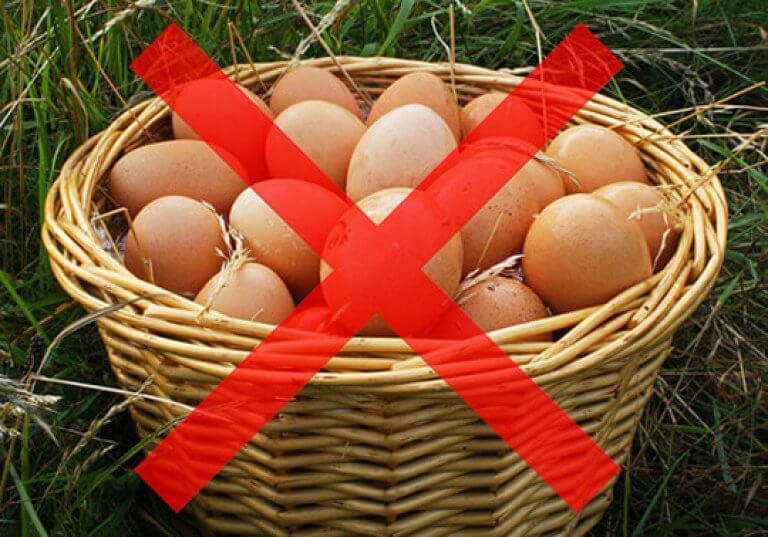 все яйца в одну корзину не кладут