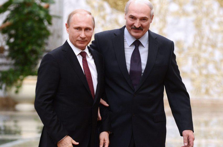 Минск и Москва изощренно издеваются над бедными прибалтами