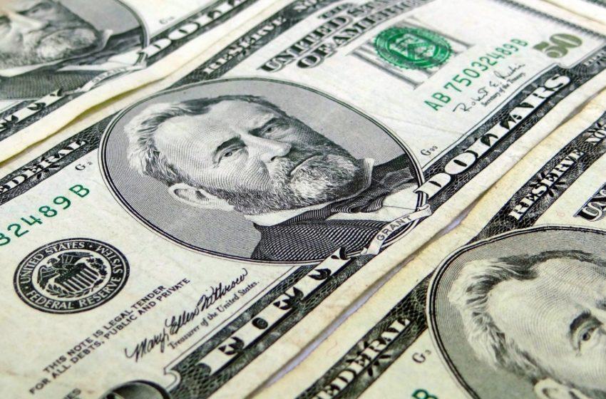 Откуда взялись валютные резервы? В Беларусь завезли свежие доллары?