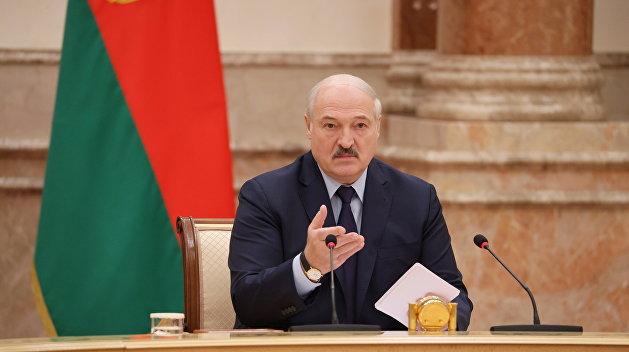 Лукашенко в ярости требует прекратить штрафовать людей за отсутствие масок, а Латушко просит ввести локдаун
