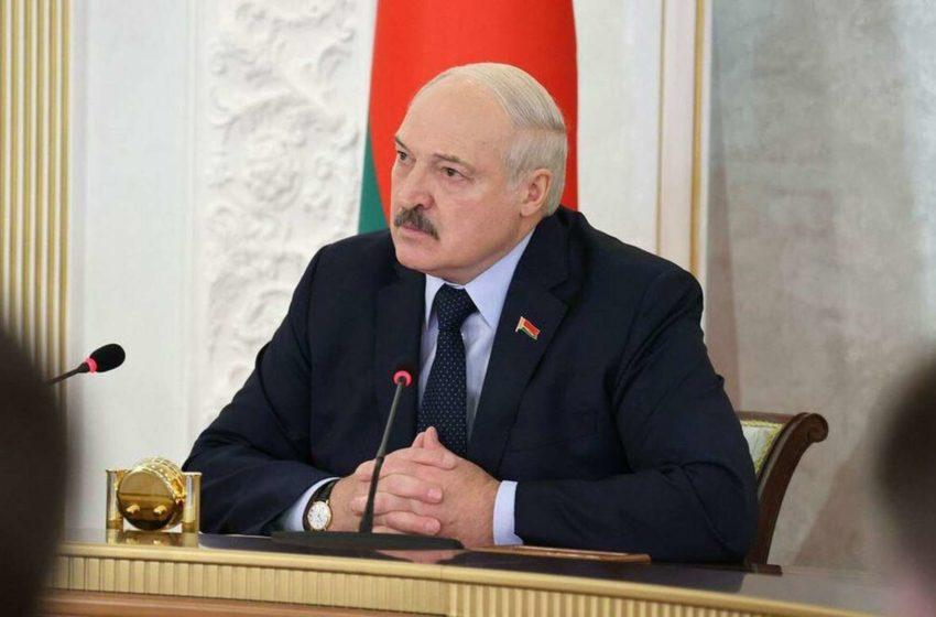 Лукашенко запретил штрафовать людей за коронавирусные нарушения, а Путин распорядился ввести локдаун